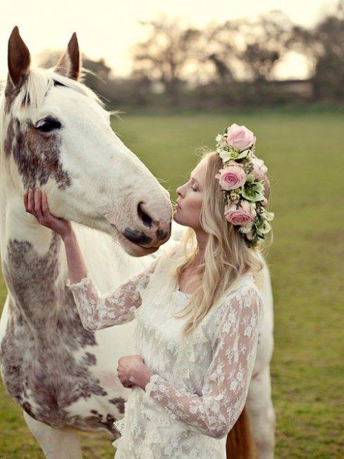 Венок из розовых роз для невесты