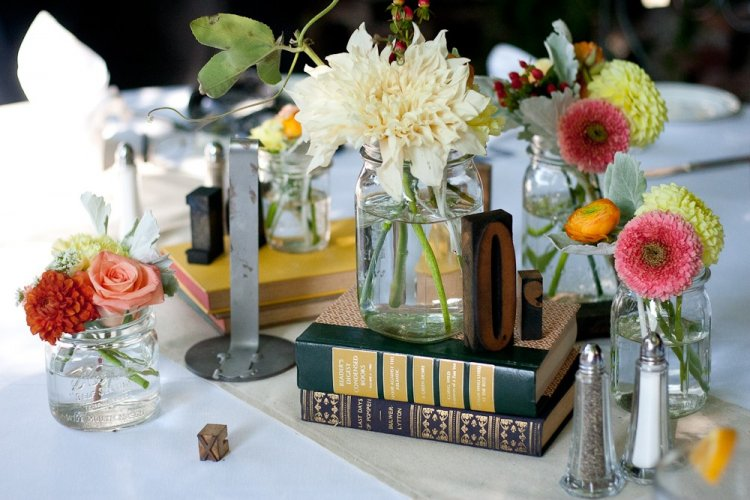 Книги в свадебном декоре