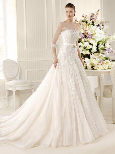 Свадебное платье с закрытым декольте