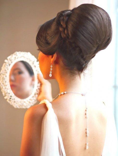 Украшения и свадебное платье
