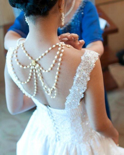 Украшение для спинки невесты