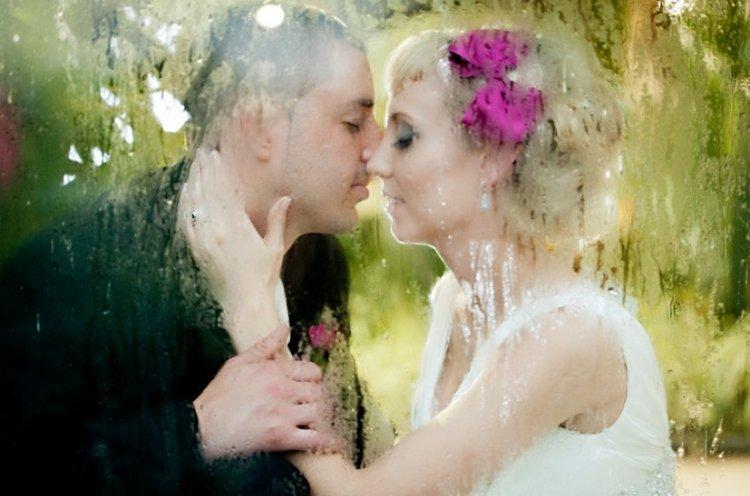 Свадебные фото в дождь