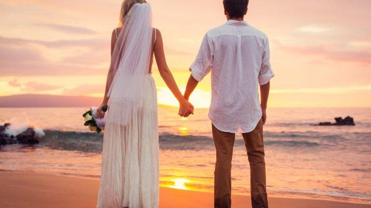 Пляжные свадебные платья: фасоны и модели с фото