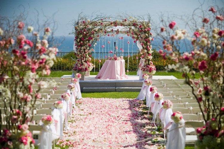 Необычная арка для регистрации брака