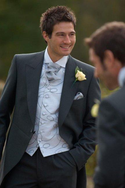 Платок-аскот – трендовый свадебный аксессуар жениха