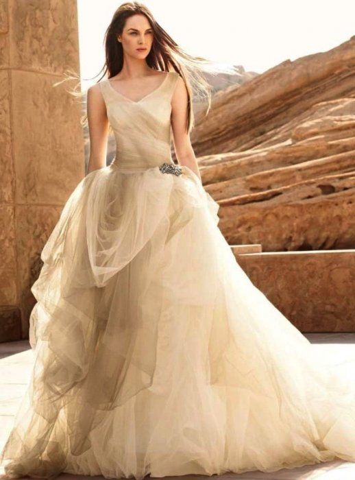 vera-wang-white-label-ombre-tulle-ball-gown-with-pick-up-skirt-style-vw3-wedding-dress-138575-1