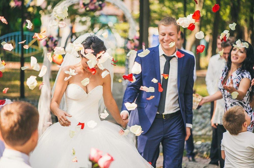 осуждают какую картинку ставить на рекламу ведущая свадеб тут