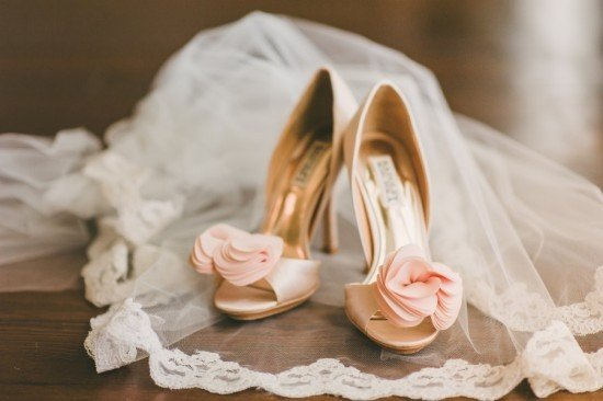 Virginia-Wedding-Rebekah-J-Murray-Photography-Badgley-Mischka-Shoes-550x366