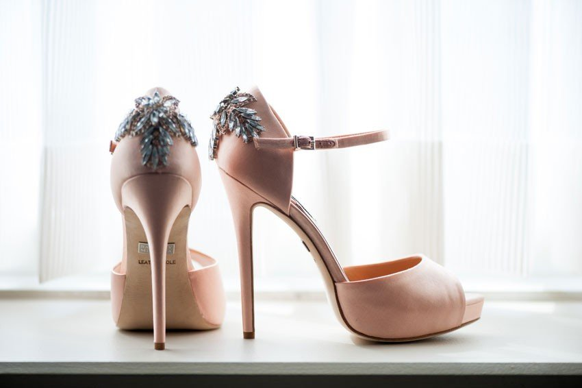 30-mikkelpaige-lynn_brian-mamaroneck_beach_yacht_wedding_badgley_mischka_wedding_shoes