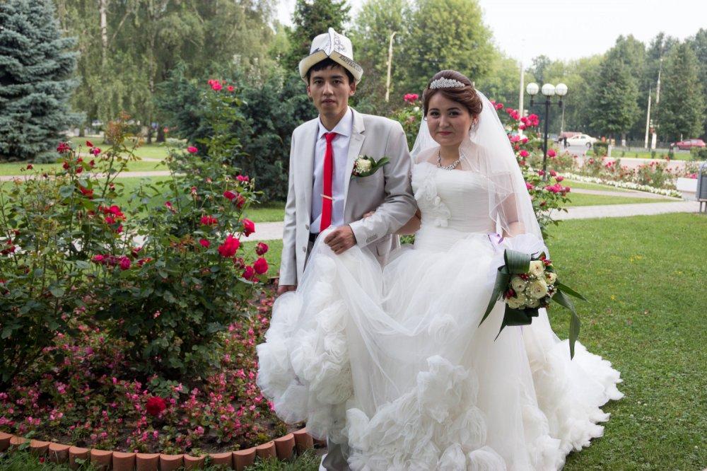 смотрет секс киргизские свадьбы как проходят в москве видео успел приходу роты
