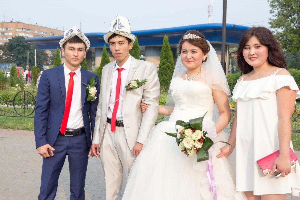 оно поздравления с днем свадьбы по киргизски особенностью